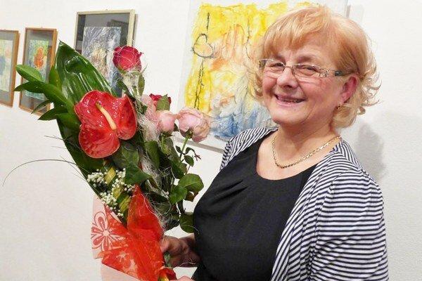 Soňa Košarová. Venuje sa maliarskej technike, enkaustike.