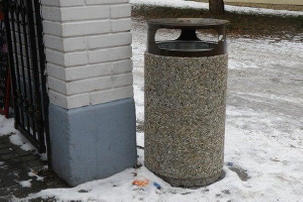 Nové odpadkové koše budú rozmiestnené po celej Prievidzi.