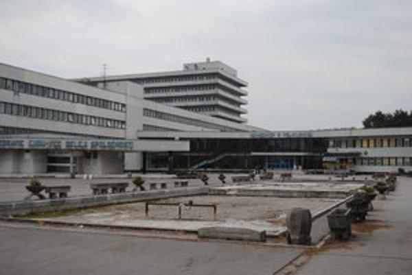 Nemocnica v Trebišove. V stredu skoro ráno ušli z jej psychiatrického oddelenia traja nelegálni migranti.