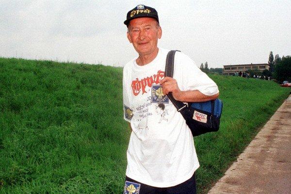Juraj Puci v rámci svojho 13 000 km pochodu v roku 1998.