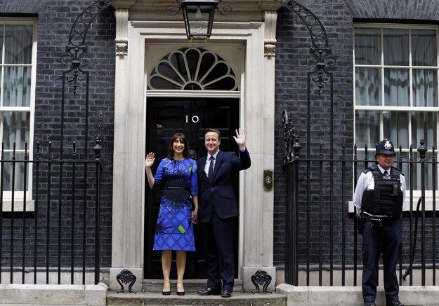 Sťahovanie sa v sídle britského premiéra nekoná. Zatiaľ.