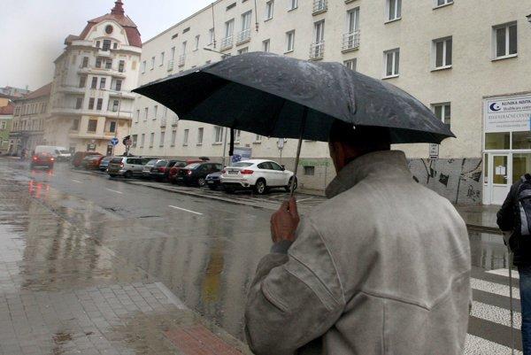 Bez dáždnika ani nevychádzajte.