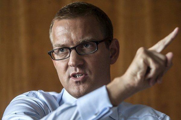 Daniel Křetínský (38) prišiel do biznisu v roku 1999 ako právnik pracujúci pre skupinu J&T. V roku 2003 sa stal jej partnerom a podieľal sa tak na jej ziskoch. Pred štyrmi rokmi stál pri založení firmy EPH, ktorá investuje do energetiky v strednej Európe.
