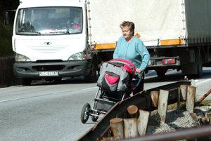 Cesta cez Kremnické Bane patrí k problémovým cestám.