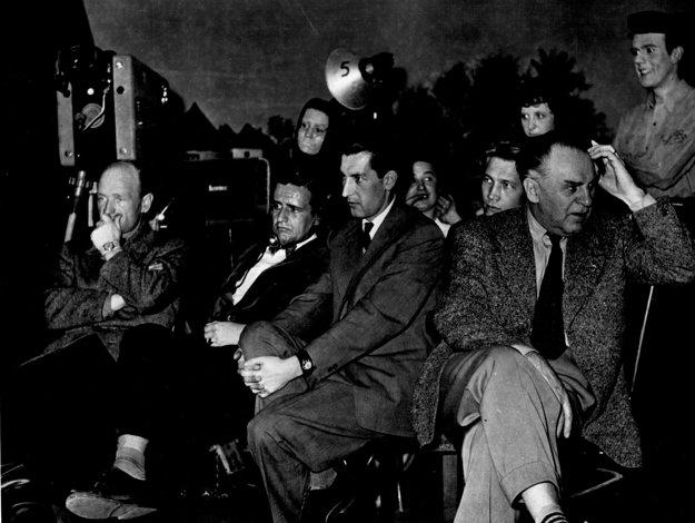 Realizačný štáb na generálnej skúške v štúdiu na Zochovej ulici v Bratislave v roku 1957. Prvá televízna inscenácia, ktorá sa v tom roku z tohto štúdia vysielala, bola hra Dovidenia, Lucien. Režisér Ján Roháč do nej obsadil Máriu Kráľovičovú a Ela Romančíka, ktorí sa tak stali prvými slovenskými televíznymi hercami.