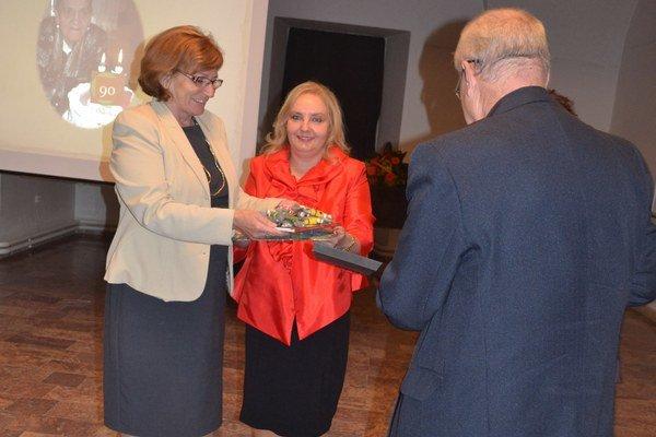 Krst knihy. Jej autorkou je Antónia Iľkivová a vydavateľkou Eva Burgrová.