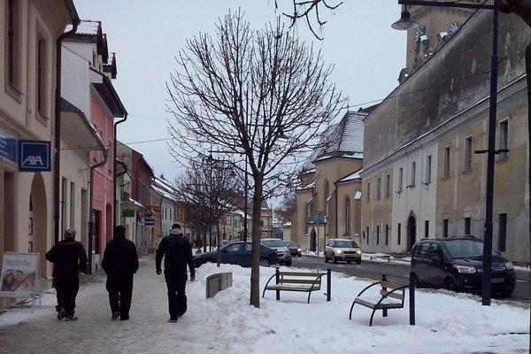 Obchvat by mal odľahčiť dopravu v centre mesta.