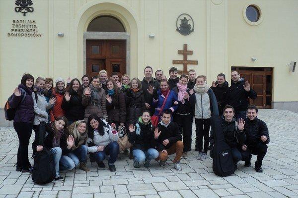 Pútnici. Mladí navštívili Ľutinu.