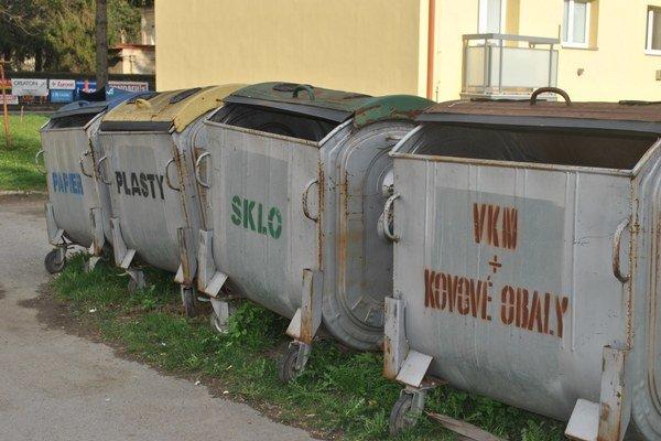 Zberné miesta sú v Lipanoch na viacerých miestach.