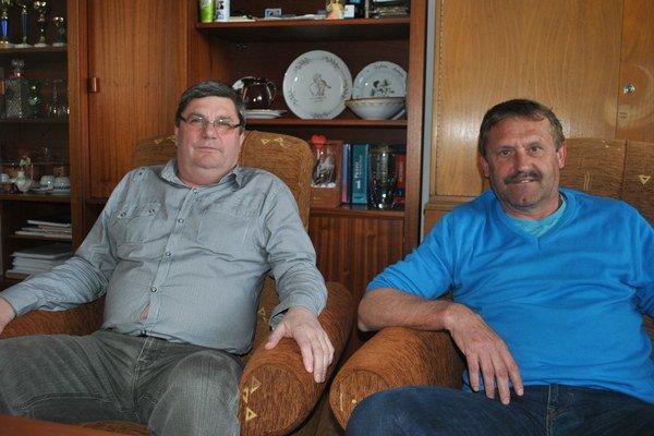 Zľava riaditeľ Michal Hromjak a bývalý poslanec Jozef Cifra.