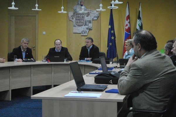 Mestské zastupiteľstvo. Vyhovelo siedmim žiadostiam o pozemky na Rovinkách.