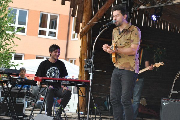 Adam Ďurica na brezovickom pódiu.