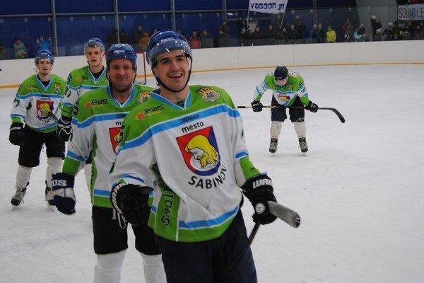 Sabinov si zahrá vsemifinále play-off. V popredí Goffa, za ním Paulovský iďalší spoluhráči.