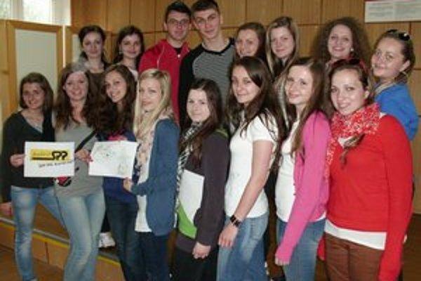 Mladí filantropi pomáhajú svojim rovesníkom.