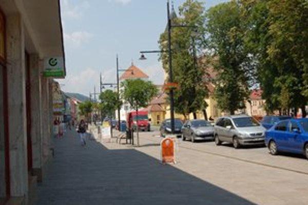 Sabinov. Mestskí poslanci museli po proteste prokurátora opravovať nariadenie o zákaze alkoholu na verejnosti.