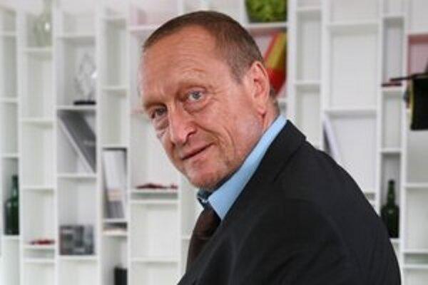 Herec Ľubomír Paulovič by si mal v Sabinove zaspomínať na film Pásla kone na betóne.