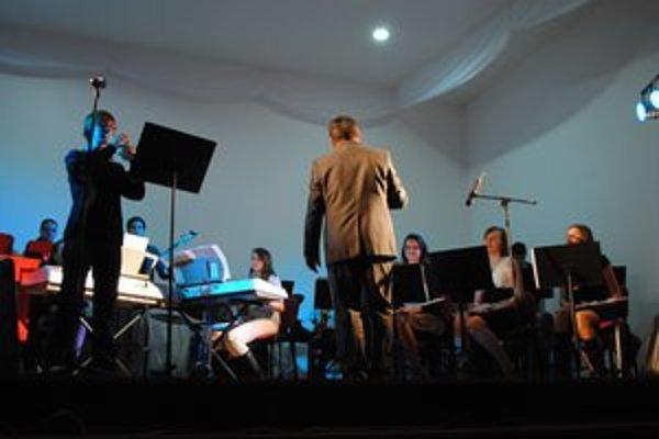 Tanečný orchester v Lipanoch oslávil svoje piate výročie.