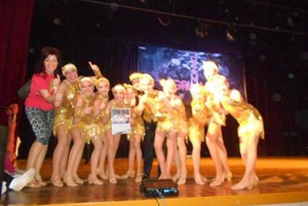 Mladé tanečníčky. Na súťaži hviezdili.