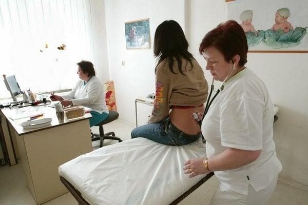 Lekárske ambulancie. Od 1. apríla sa rušia prednostné poplatky.
