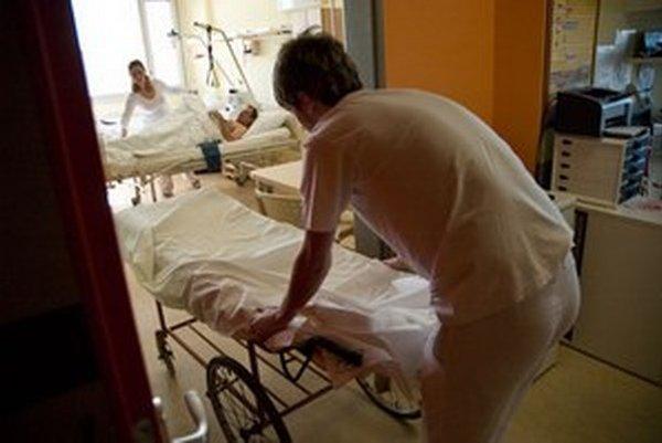 Práce je veľa, zdravotných sestier v nemocniciach je často málo.