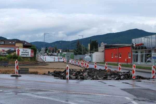 Križovatka počas rekonštrukcie. Prejazd je zatiaľ bez zdržania.