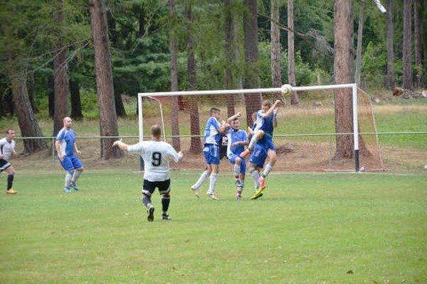Gabriel Lázár strieľa v Betliari vyrovnávajúci gól.