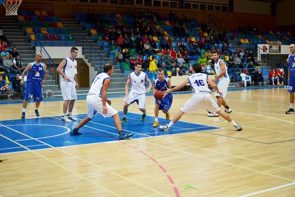 Slovenský pohár. Basketbalisti ŠPD Rožňava privítali v pohárovom zápase prvoligový MBK Lučenec.