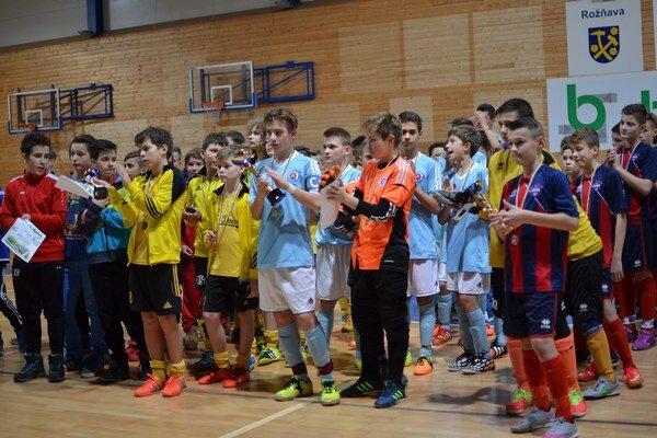Medaily a poháre. Víťazom turnaja sa stal Slovan Bratislava pred Vion Zlaté Moravce a MFK Rožňava.