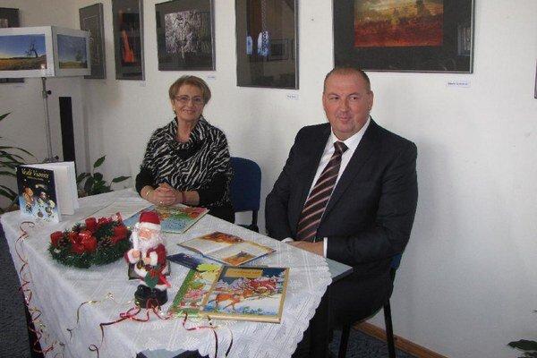 Osobnosti čítali deťom. Eva Kardošová a Pavol Burdiga.
