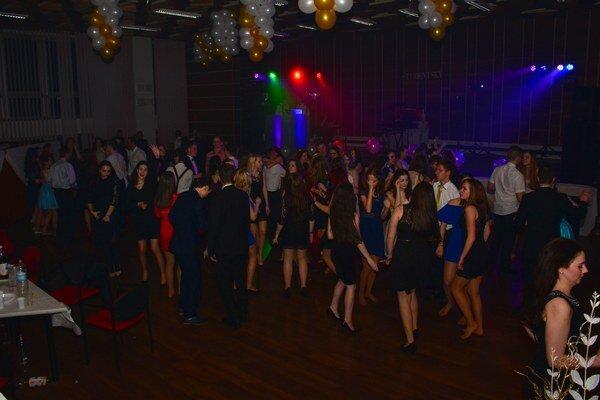 Študentský ples. Zábava žiakov v budove mestského úradu.