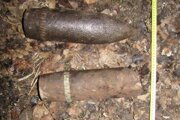 Delostrelecké nábojnice. Nájdená munícia v lesoch Krásnohorského Podhradia