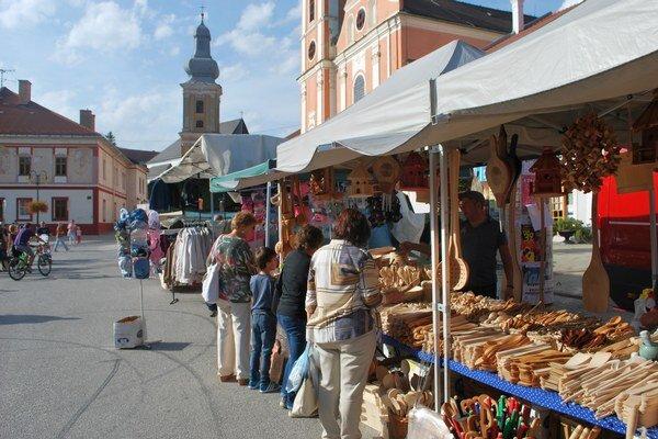 Veľkonočné trhy. V Rožňave prebiehajú trhy na Námestí baníkov od pondelka 21. dostredy 23. marca.