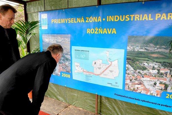 Kolaudácia priemyselnej zóny pred 6 rokmi. Priestory priemyselnej zóny vRožňave ešte nie sú zaplnené.