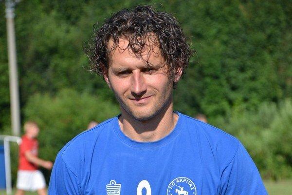 Ide príkladom. Tréner SP MFK Rožňava B. Kuzma hráva za FK Honce. V ostatnom kole strelil dva góly, akoby chcel ukázať svojim zverencom ako na to.