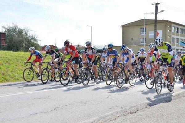 Štart. Na tohtoročnom Memoriáli L. Szántaia štartovalo spolu 85 cyklistov.
