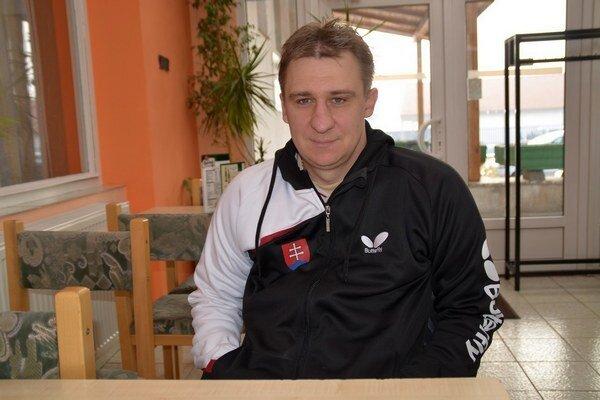 Stolný tenista. Vozíčkar Rastislav Revúcky.