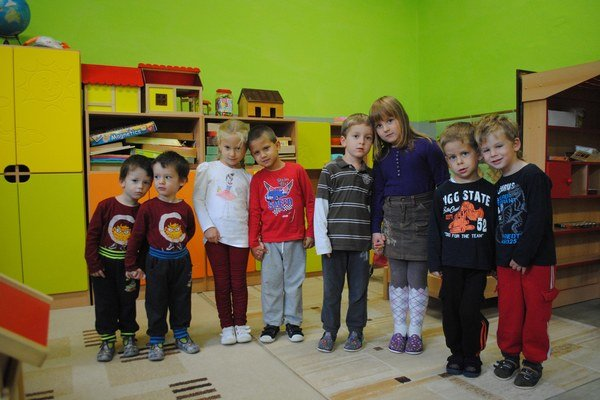 Dvojčatá. Na snímke zľava doprava Hegedúsovci, Katonovci, Balážovci, Szalaiovci.