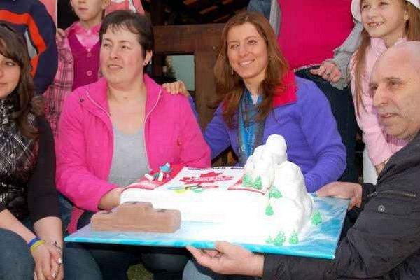 Mama a dcéra. Mária a Henrieta Farkašové pred štyrmi rokmi. Nezvyčajná torta bude čakať na Henrietu aj po Soči.