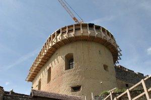 Krásna Hôrka. Hrad stále rekonštruujú.