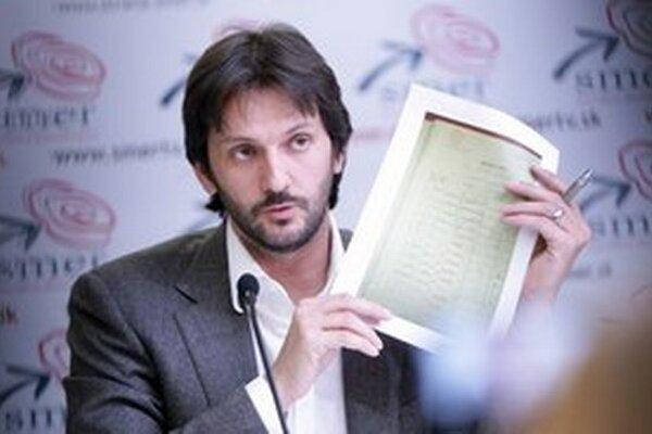 Ministerstvo vnútra vedené Robertom Kaliňákom nechalo za seba tendrovať neznámu firmu z Horných Plachtiniec.