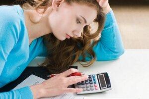 Úver zbytočne nepredlžujte. Mesačná splátka síce klesne, za úver však zaplatíte viac.