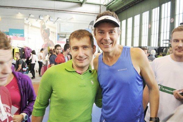 Stretnutie. Andrej Ružík (vľavo) sa v Berlíne stretol aj so Scottom Jurekom, známym svetovým autorom publikácií o behaní, ktorý behá ultramaratóny.