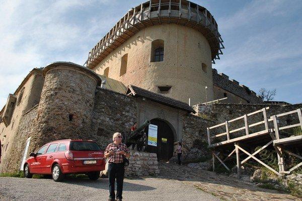Hrad Krásna Hôrka. Po rekonštrukcii bude zastavením pre cyklo i peších turistov.