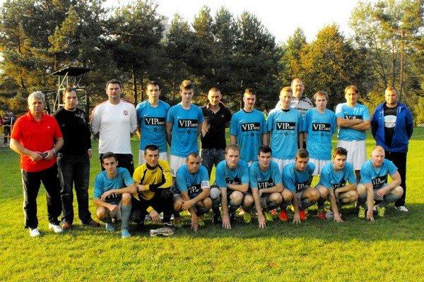 FK Krásnohorské Podhradie. V mužstve sa stretli mladí i skúsení hráči.