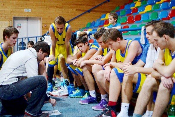 Päť víťazstiev. Juniori ŠPD sa radovali z piatich víťazstiev, dvakrát zdolali Humenné a Kežmarok, raz Michalovce.