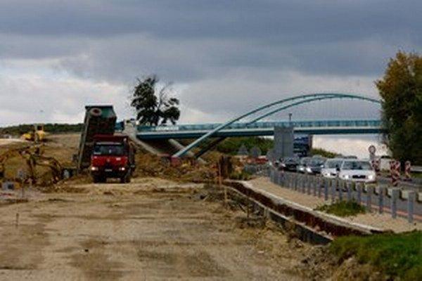 Náklady na výstavbu rýchlostnej cesty R1 do dlhu štát neráta.