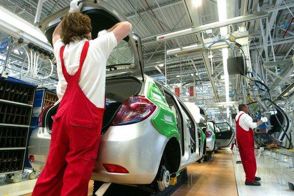 Automobilky bežne využívajú dočasných zamestnancov.