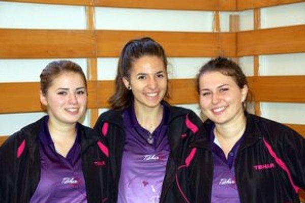 Družstvo. Stolné tenistky Mlynkov, zľava Zuzana Ogurčáková, Alexandra Palacková a Janka Gotthardtová.