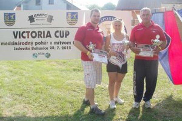 Victoria cup. Trojica medailistov, zľava Š. Elek, M. Andraščíková a K. Fekete.