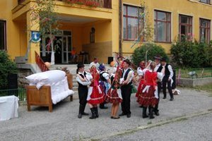 Folklór. Vystúpenie si pripravila domáca folklórna skupina Bystränky, ktorá oslávila 25 rokov svojho vzniku.
